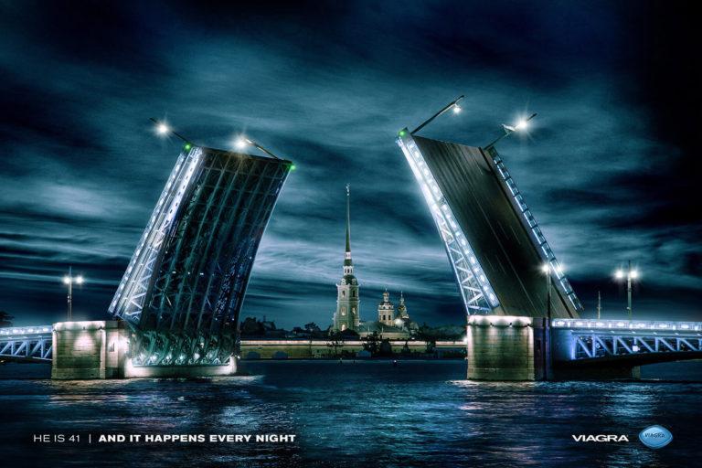 Дворцовый мост в Санкт-Петербурге стал одним из главных героев рекламного креатива диджитал-агентства theSpells «Герои ночи»